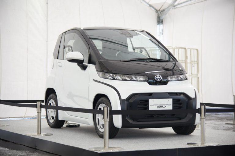 Toyota apresenta microcarro elétrico para duas pessoas